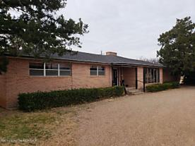 Photo of 641 Maxwell Ave Tulia, TX 79088