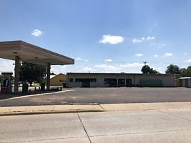 Photo of 501 9th St Quanah, TX 79252