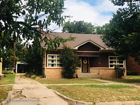 Photo of 806 Ave G NW Childress, TX 79201
