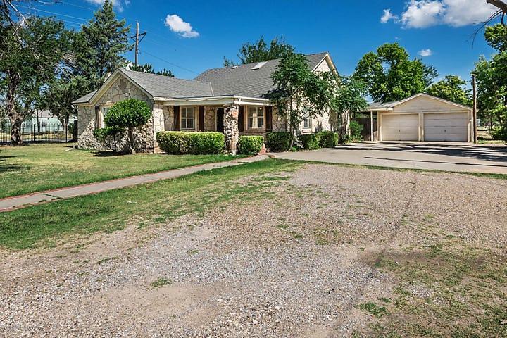 Photo of 425 Tignor St Pampa, TX 79065