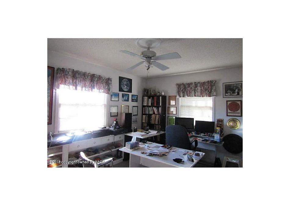 Photo of 703 Dixon St Borger, TX 79007