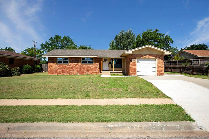 Photo of 2125 N Chestnut Dr Pampa, TX 79065