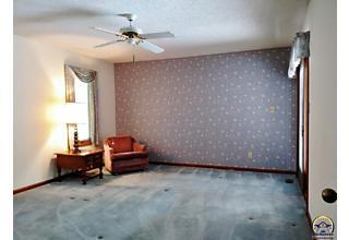 Photo of 2324 Sw Brookhaven Ln Topeka, KS 66614