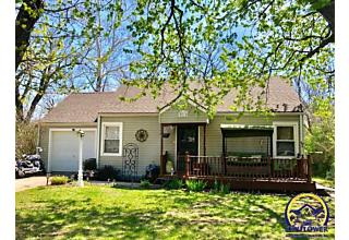 Photo of 2210 Sw Seabrook Ave Topeka, KS 66614