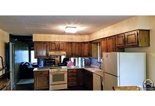 Photo of 701 Sw Prairie Ct Topeka, KS 66606