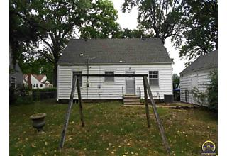 Photo of 3909 Sw Windsor Ct Topeka, KS 66604