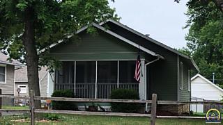 Photo of 731 Sw Macvicar Ave Topeka, KS 66606