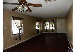 Photo of 3020 Ne Seward Ave Topeka, KS 66616