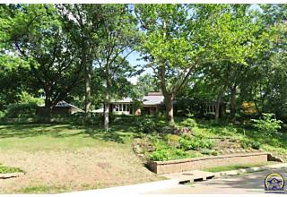 Photo of 100 Sw Redbud Ln Topeka, KS 66606