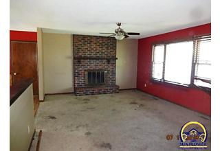 Photo of 5207 Nw Courtland Dr Topeka, KS 66618