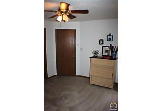 Photo of 2526 Sw Ancaster Rd Topeka, KS 66614
