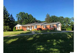 Photo of 224 Country Ln Quincy, IL 62305