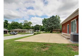 Photo of 1921 Hilltop Dr Quincy, IL 62305