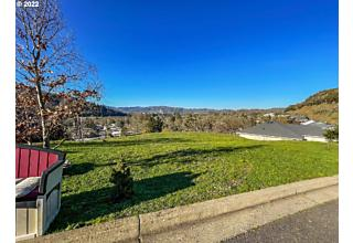 Photo of 448 North View Dr 19 Roseburg, OR 97470
