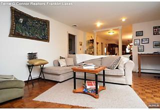 Photo of 884 Hilltop Terrace Franklin Lakes, NJ
