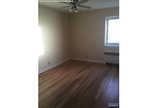 Photo of 1499 East Terrace Circle Teaneck, NJ