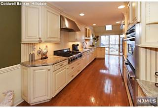 Photo of 17 Lakeview Drive Old Tappan, NJ