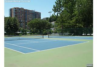 Photo of 501 Rutledge Court Edgewater, NJ