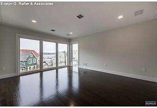 Photo of 14 Valley Place Edgewater, NJ
