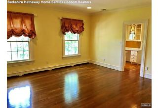 Photo of 27 Trotters Lane Mahwah, NJ