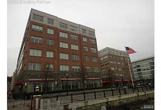 Photo of 2 Main Street Edgewater, NJ