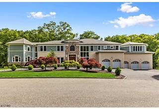 Photo of 5 Poinsettia Ct Kinnelon, NJ 07405