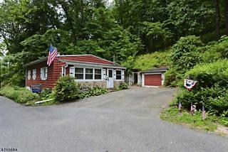 Photo of 27 Reservoir Rd Lopatcong, NJ 08886