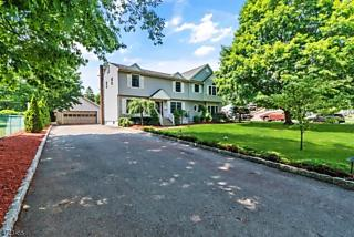 Photo of 11 Hickory Rd Pequannock Township, NJ 07440