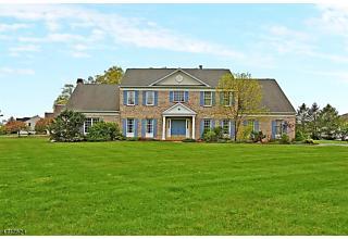 Photo of 14 Salisbury Ln Washington Township, NJ 07853