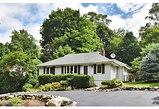 Photo of 65 Malcolm Rd Mahwah, NJ 07430