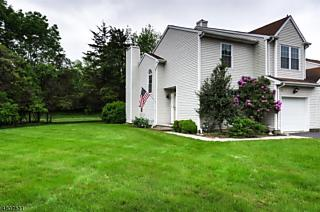 Photo of 9 Iroquois Trl Branchburg, NJ 08876