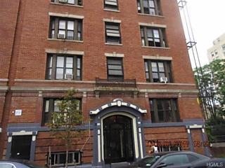 Photo of 212 East Tremont Avenue Bronx, NY 10457