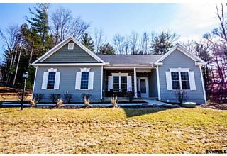 Photo of 7 Lussier Dr Clifton Park, NY 12065