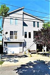 Photo of 871 S 7th St Lindenhurst, NY 11757