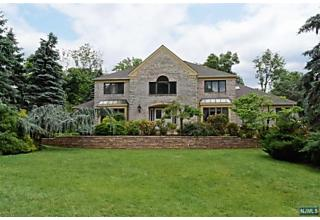 Photo of 4 Highview Court Montville Township, NJ 07045