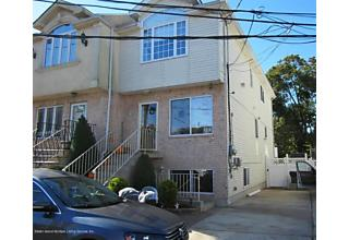 Photo of 16 Bentley Lane Staten Island, NY 10307