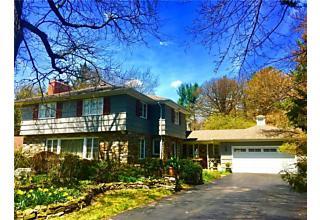 Photo of 10 Creekside Lane Pittsford, NY 14618